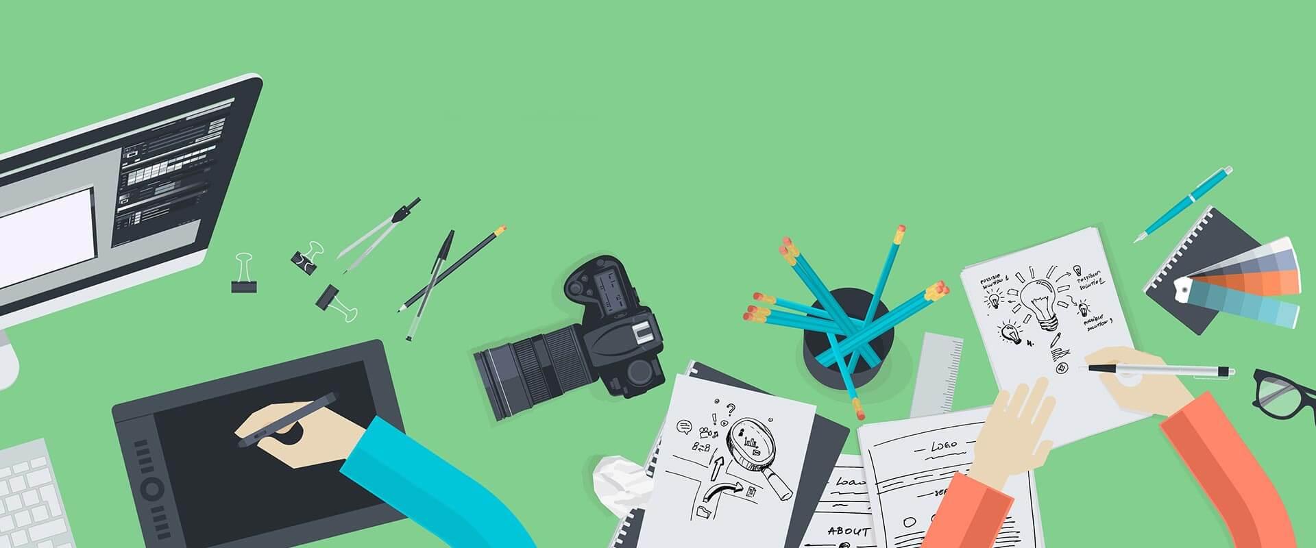 Symbolbild für Referenzen im Kopfbereich der Seite. Dargestellt wird eine Schreibtischoberfläche mit mehreren Utensilien wie Stifte, ein Grafiktablett, eine Kamera und einen PC, sowie Hände die etwas auf einem Block skizzieren.